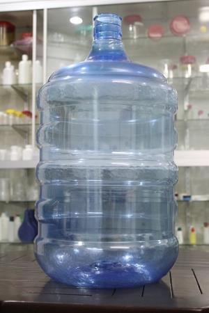 Cara Membersihkan Galon Air Berlumut