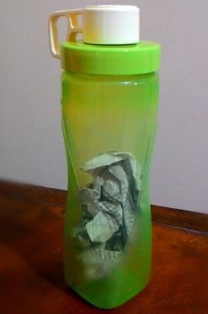 Tips Menghilangkan Bau Atau Noda Pada Botol Plastik 2